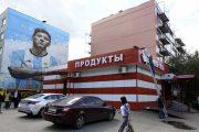هنرمند روسی و نقاشی مسی روی دیوار شهر مسکو