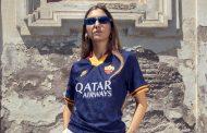نایک و رونمایی پیراهن سوم تیم رم